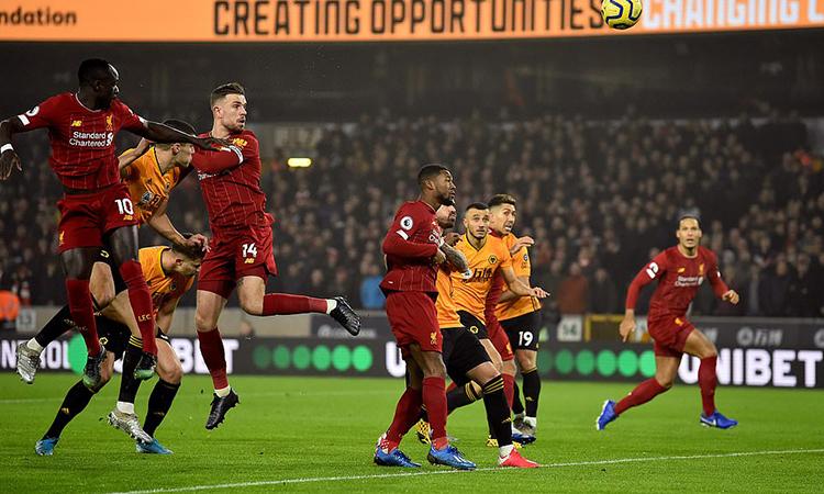 Henderson (số 14) đánh đầu mở tỷ số cho Liverpool ngay phút thứ tám. Ảnh: LFC.