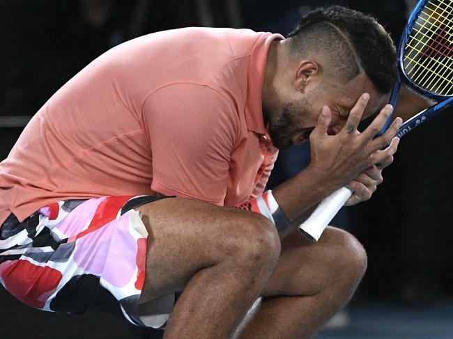 Nick Kyrgios thất vọng sau khi thua Nadal. Ảnh: AP.