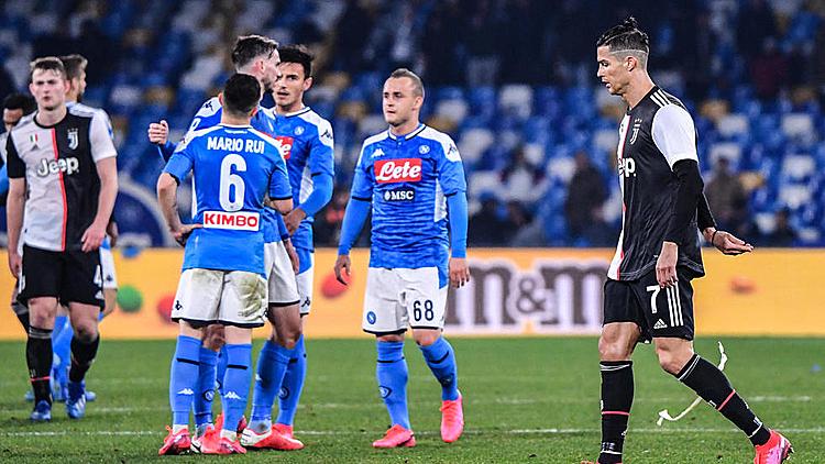 Juventus (áo trắng đen) đứt mạch bốn trận thắng tại Serie A. Ảnh: AFP.