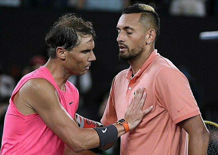 Nadal (trái) động viên đàn em sau trận. Ảnh: AP.