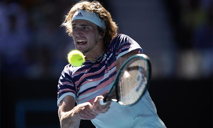 Chiến thắng trước Wawrinka giúp Zverev bước qua cái dớp không vào bán kết Grand Slam ám ảnh anh nhiều năm qua. Ảnh: Reuters.