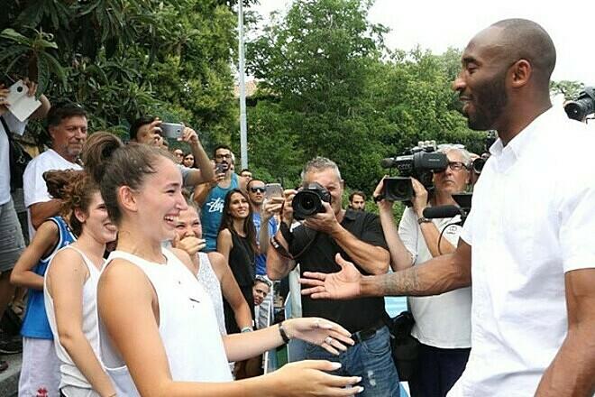 Ảnh: Kobe Bryant trong một chuyến về thăm Reggio Emilia. Ảnh: Il Resto del Carlino.