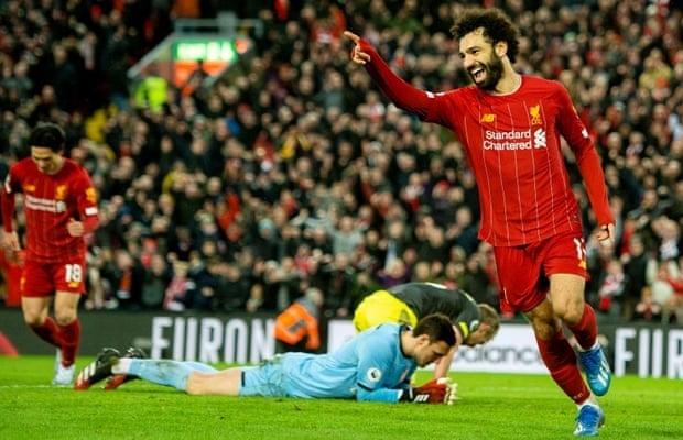 Salah (phải) lập cú đúp trong chiến thắng của Liverpool. Ảnh: EPA.