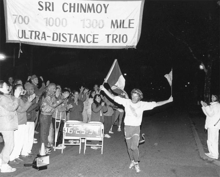 Al Howie lập kỷ lục khi thắng cuộc đua ở Sri Chinmoy marathon năm 1991. Ảnh: Jared Beasley.