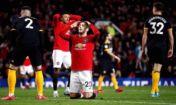 Hậu vệ Diogo Dalot ôm đầu tiếc nuối khi bỏ lỡ cơ hội tốt nhất của Man Utd ở cuối trận. Ảnh: PA.