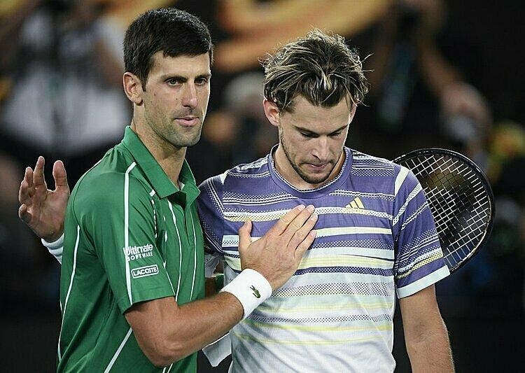 Kinh nghiệm là sự khác biệt giữa Djokovic (trái) và Thiem. Ảnh: AP.