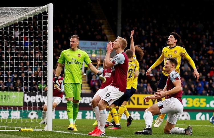 Burnley bỏ lỡ nhiều cơ hội ghi bàn trước khung thành Arsenal. Ảnh: Reuters.