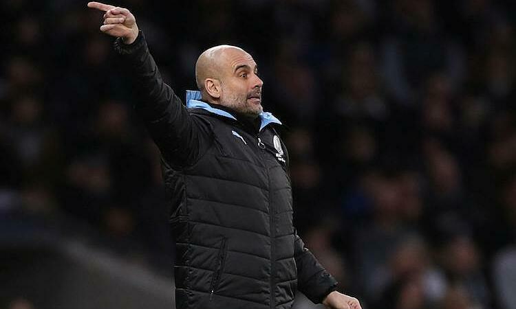 Guardiola cho rằng Man City hết cơ hội bám đuổi Liverpool. Ảnh: Reuters.