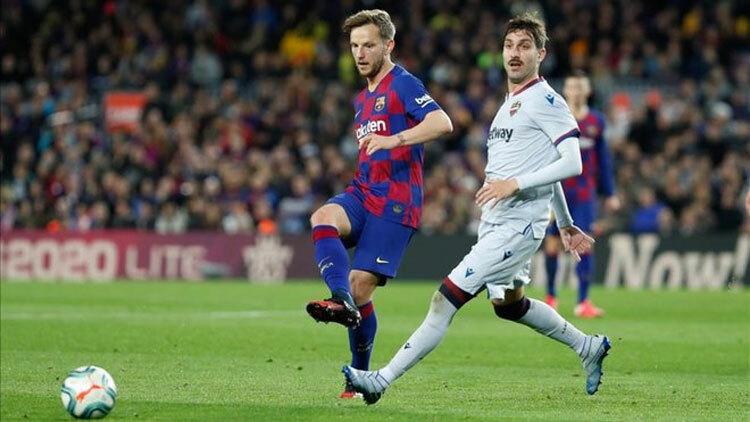 Levante (áo trắng) không còn gây bất ngờ như lượt đi. Ảnh: DS
