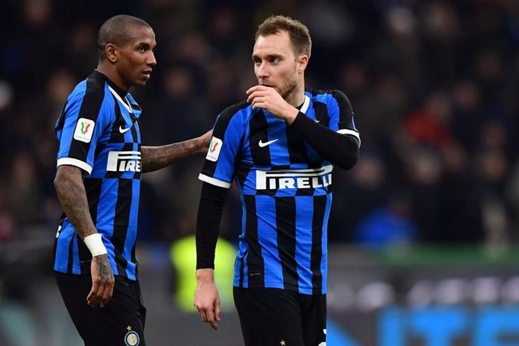 Eriksen (phải) bên đàn anh Ashley Young. Cả hai cùng là tân binh trong tháng Một của Inter. Ảnh: AFP.
