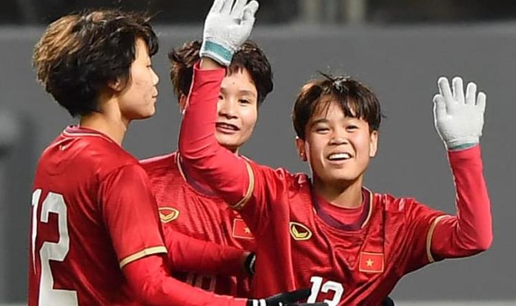 Vạn Sự ăn mừng khi ghi bàn thắng, giúp Việt Nam đánh bại Myanmar trên sân Jeju ngày 6/2. Ảnh: AFC