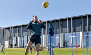 Ronaldo luyện tập trong ngày sinh nhật