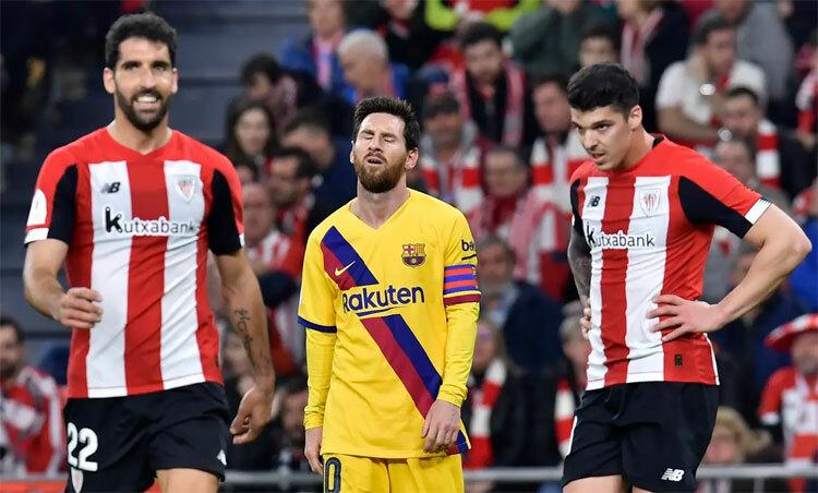 Messi và Barca dừng bước ở tứ kết. Ảnh: AP.