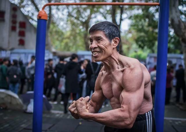 Qiu Jun, lúc sinh thời, gây ấn tượng mạnh với thể hình lực sỹ và chưa từng gặp ốm đau. Ảnh: Sina.