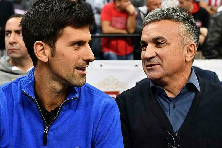 Ông Srdjan (phải) từng khiến Federer khó chịu vì cổ vũ thái quá cho Djokovic. Ảnh: ES.