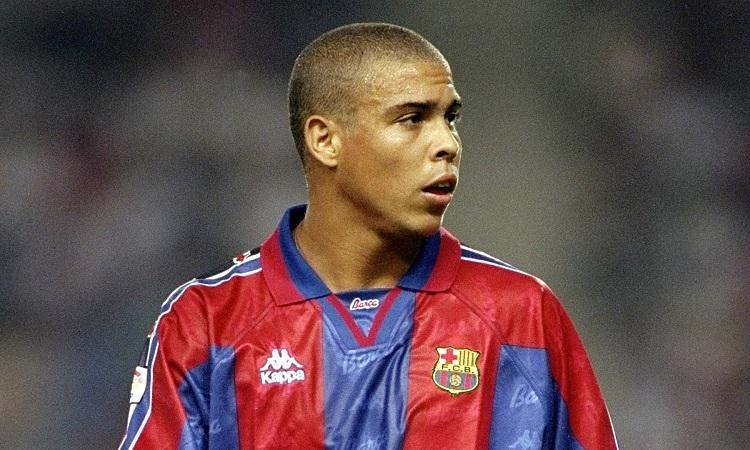 Ronaldo để lại nhiều tiếc nuối khi rời Barca vào năm 1997. Ảnh: AFP.