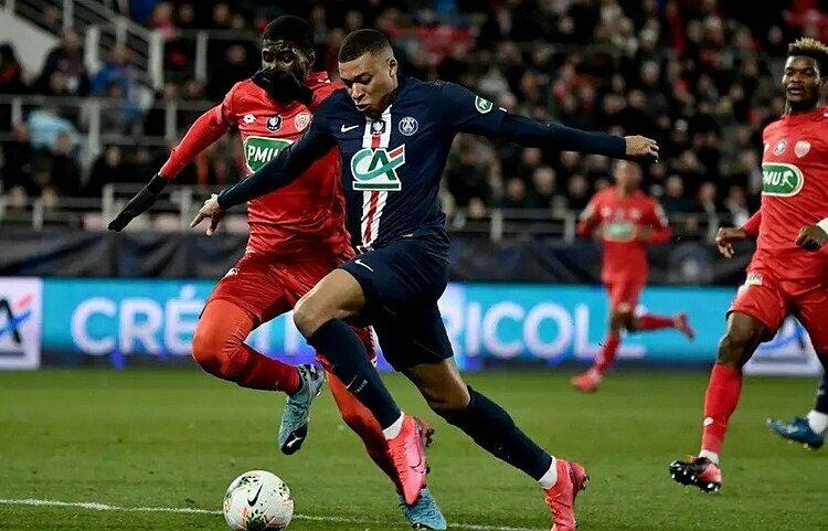 Mbappe (phải) ghi 24 bàn mùa này. Ảnh: AFP.