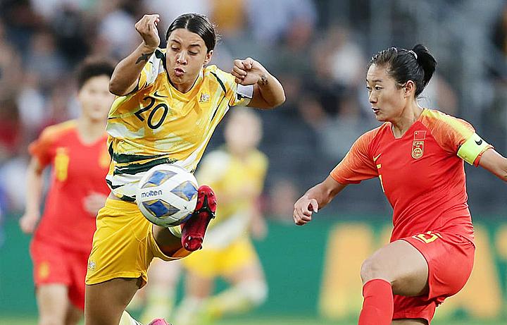 Australia (áo vàng) sẽ là đối thủ của Việt Nam để tranh vé Olympic bóng đá nữ 2020. Ảnh: AFC.