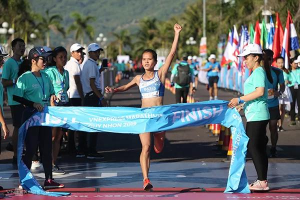 Phạm Thị Hồng Lệ hoàn thành VnExpress Marathon Quy Nhơn 2019.