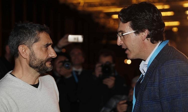 Valverde (trái) gặp gỡ cựu HLV Arsenal Unai Emery hôm 13/2. Ảnh: EPA.