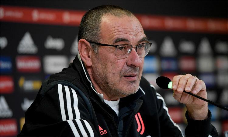 Sarri đang đối mặt với khó khăn tại Juventus. Ảnh: JFC.