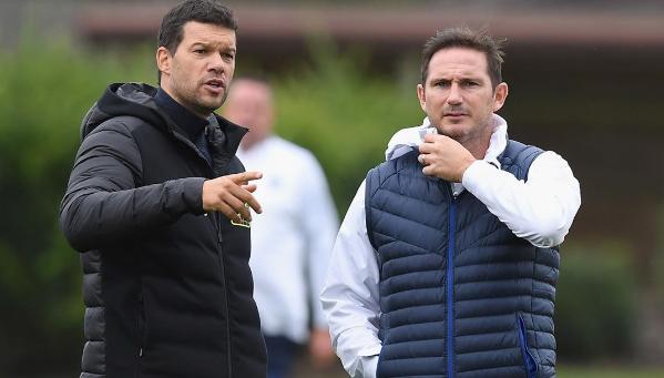 Ballack gặp Lampard khi trở lại thăm sân tập Cobham của Chelsea hồi đầu tháng 10/2019. Ảnh: Instagram / Michaeal Ballack.