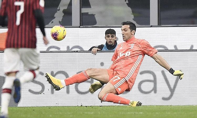 Buffon nhiều lần cứu thua cho Juventus trong trận đấu với Milan. Ảnh: Juventus FC.