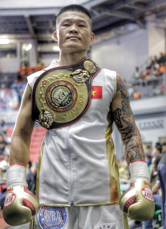 Đình Hoàng đi vào lịch sử quyền anh Việt Nam khi là người đầu tiên sở hữu hai đai vô địch WBA.