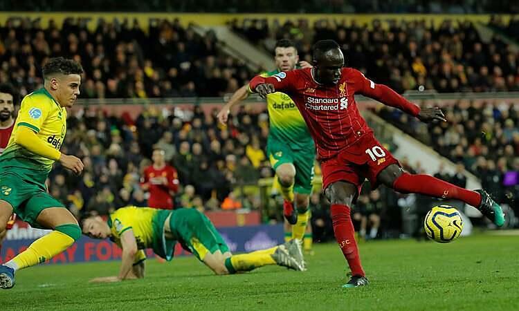 Mane (đỏ) ghi bàn duy nhất của trận đấu. Ảnh: The Observer.