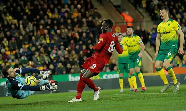 Thủ môn Krul (trái) nhiều lần cứu thua cho Norwich. Ảnh: The Observer.