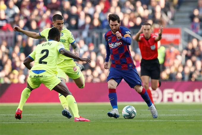 Đồng đội không tận dụng triệt để những nỗ lực kiến tạo của Messi.
