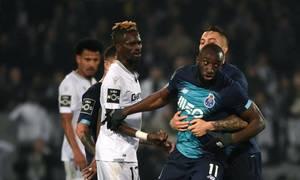 Cầu thủ Porto bỏ trận đấu