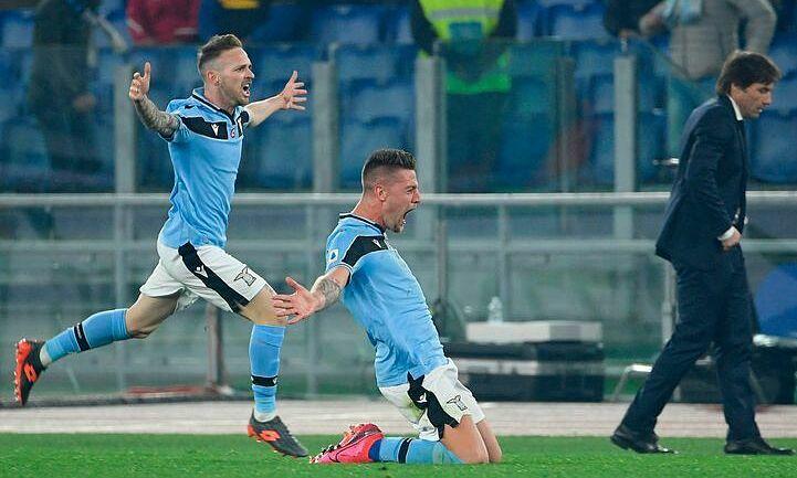 Milinkovic-Savic (giữa) tạo ra màn trình diễn đẳng cấp khiến thầy trò Conte ôm hận. Ảnh: AFP.