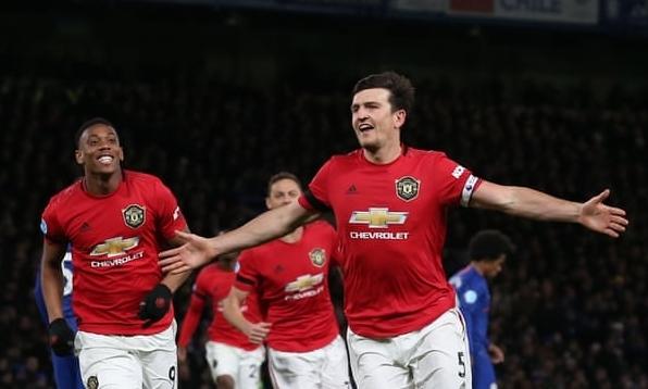 Maguire (phải) mừng bàn thắng đầu tiên trong màu áo Man Utd. Ảnh: MUFC.