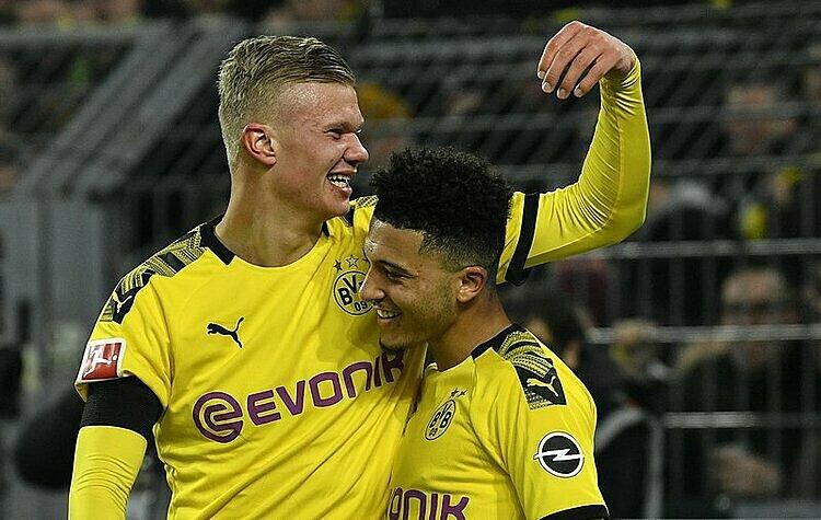 Haaland (trái) và Sancho tạo thành cặp song sát U20 đáng sợ bậc nhất châu Âu hiện tại. Ảnh: AP.