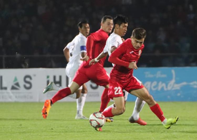 Myanmar ch?i d??i s?c và ?? l?i nhi?u nghi ng? trong tr?n thua 0-7 trên san c?a??Kyrgyzstan. ?nh: AFC
