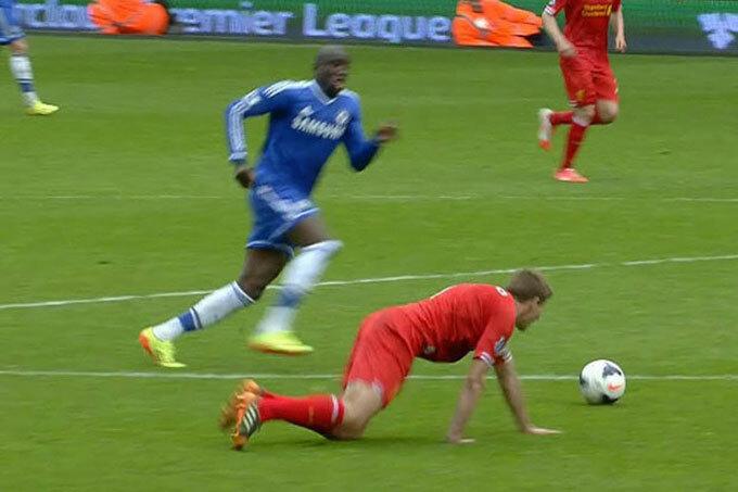 Cú ngã của Gerrard khiến Liverpool mất cơ hội giành danh hiệu mùa 2013-2014.