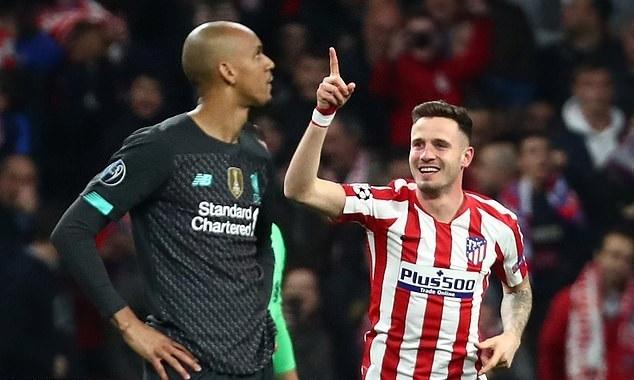 Saul (phải) mừng bàn thắng duy nhất vào lưới Liverpool. Ảnh: Reuters.