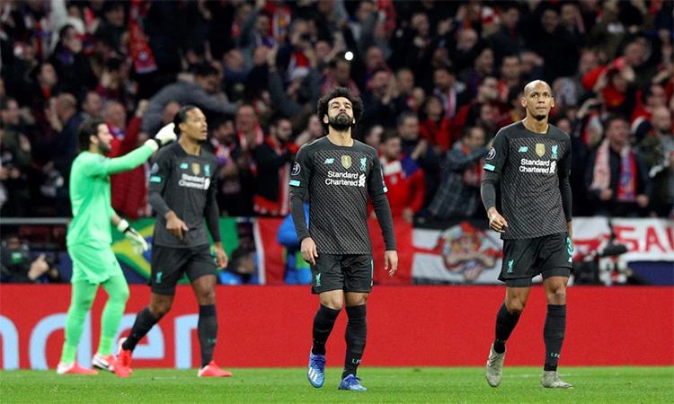 Các cầu thủ Liverpool thất vọng sau khi tan trận. Ảnh: EPA.