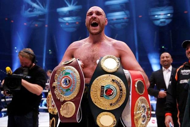 Fury từng thâu tóm bốn đai vô địch quyền Anh hạng nặng hồi năm 2015, sau khi hạ Klitschko. Ảnh: Reuters.