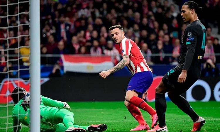 Saul tận dụng thời cơ đểđánh bại hàng thủ chắc chắn của Liverpool và ghi bàn thắng quyết định trận đấu. Ảnh: AFP.