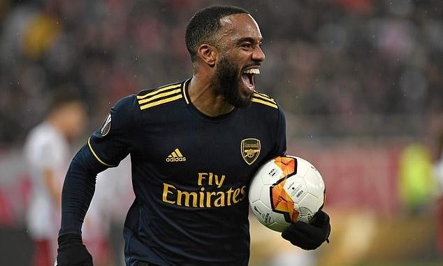 Lacazette mừng bàn thứ hai trong hai trận liên tiếp cho Arsenal. Ảnh: AFP.