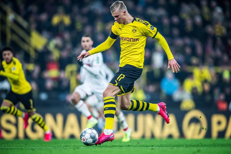 Tốc độ và bản năng sát thủ đang là những phẩm chất nổi bật giúp Haaland bay cao ở Bundesliga và Champions League. Ảnh: DFL.