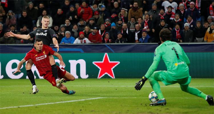 Haaland ghi bàn vào lưới Liverpool ở vòng bảng Champions League mùa này. Ảnh: Reuters.