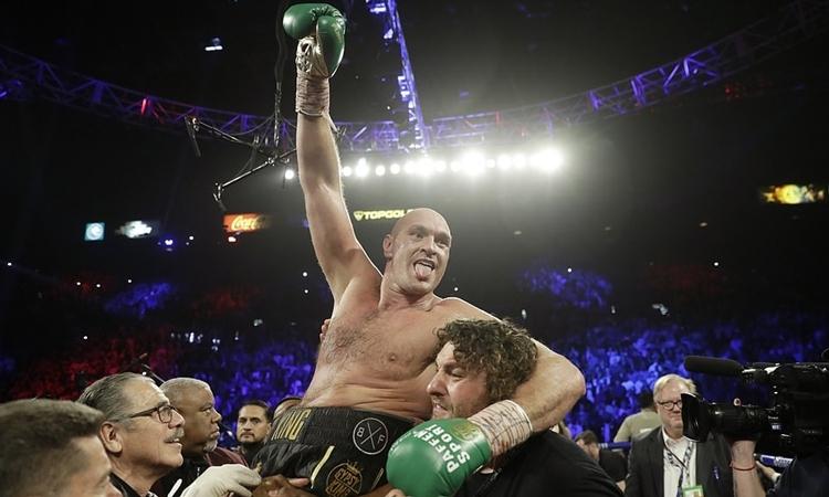 Niềm vui chiến thắng của Fury. Ảnh: AP.
