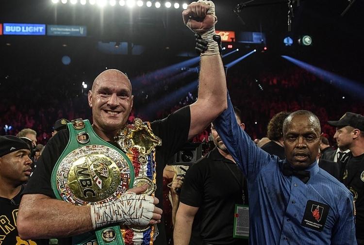 Đai WBC thế giới sẽ là bàn đạp để Fury trở thành nhà vô địch tuyệt đối của quyền Anh hạng nặng. Ảnh: DM.