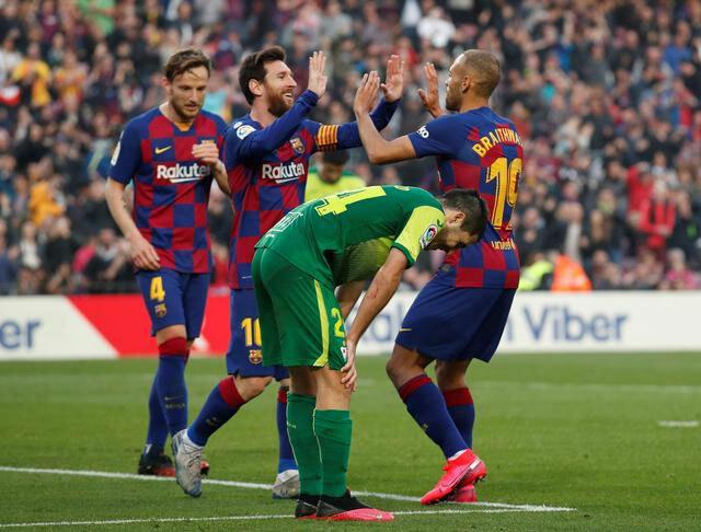 Tân binh Barca không giặt áo sau khi ôm Messi