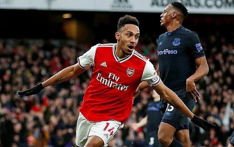 Aubameyang mừng bàn thắng nâng tỷ số lên 2-1 cho Arsenal trước Everton. Ảnh: Reuters.
