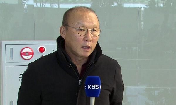 HLV Park Hang-seo trả lời phỏng vấn trước khi lên máy bay trở lại Việt Nam.
