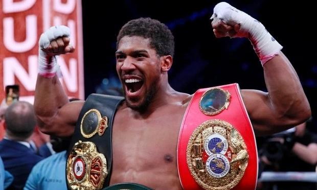 Joshua vừa đoạt lại ba đai vô địch hồi tháng 12/2019, sau khi thắng Andy Ruiz. Ảnh: Reuters.